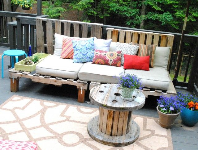 DIY Pallet Wood Outdoor Sofa | 99 Pallets