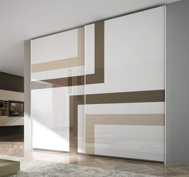 Двухдверный шкаф купе с геометрическим рисунком на стекле