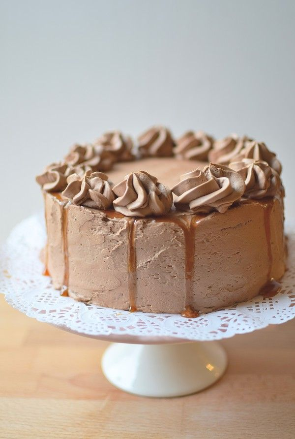 Vegan chocolate cake. Chocolate sponge filled with orange/chocolate mousse, salted caramel sauce and frosted with chocolate/coffee flavoured Swiss meringue buttercream. ~ Vem sa att veganer inte kan äta chokladtårta? Nytt smarrigt recept på bloggen!