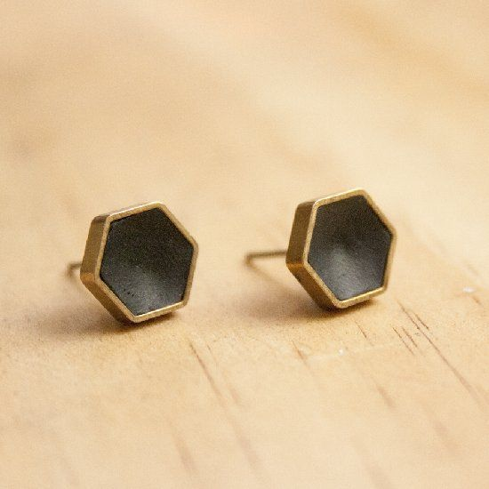 Find out how to make these hexi earrings. Super fast, super stylish!