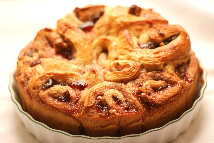 Torta di rose con marmellata di fichi rossi e noci