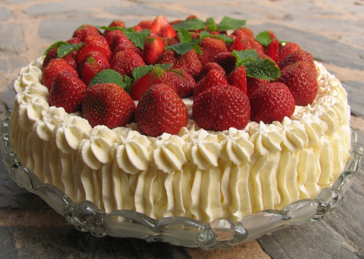 Google Image Result for http://www.tiesydameen.fi/files/tiesydameen/recipes/6ed94f_strawberrycake.jpg