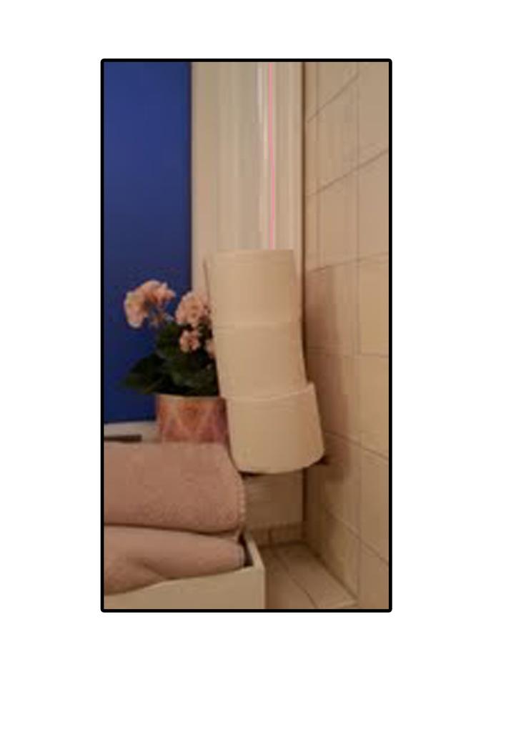 Heng opp dorullene ved hjelp av en tråd som matcher fargene i rommet og en pinne.