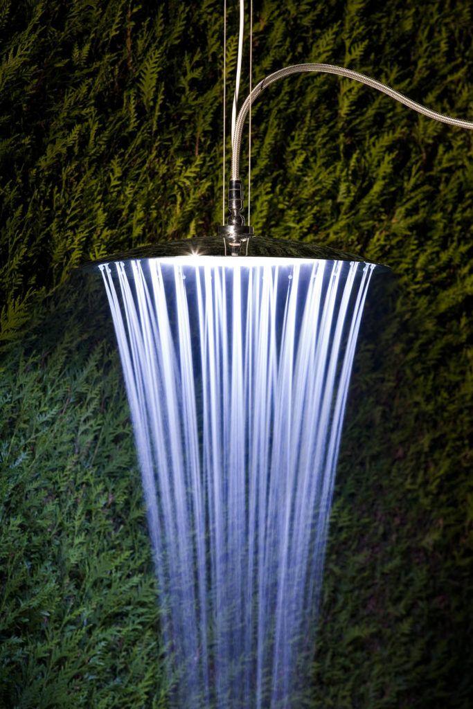 EMISFERO shower head by Tender Rain. Soffione doccia con o senza cromoterapia. Unicità del getto a pioggia.