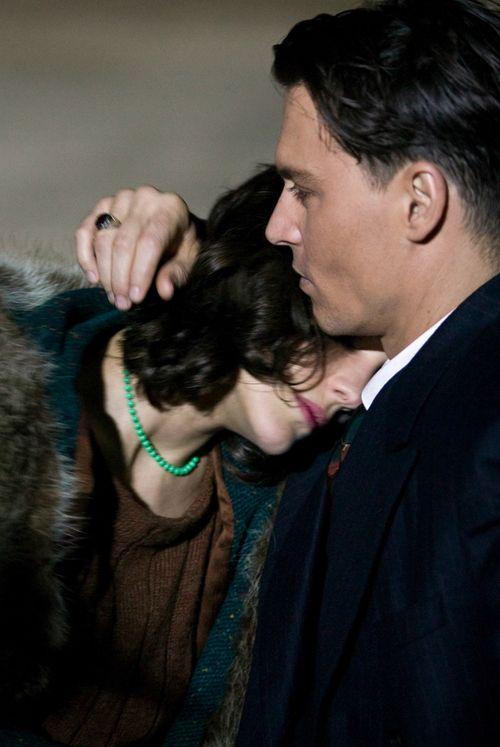 "Marion Cotillard and Johnny Depp in ""Public Enemies"" sur la vie de John Dillinger"