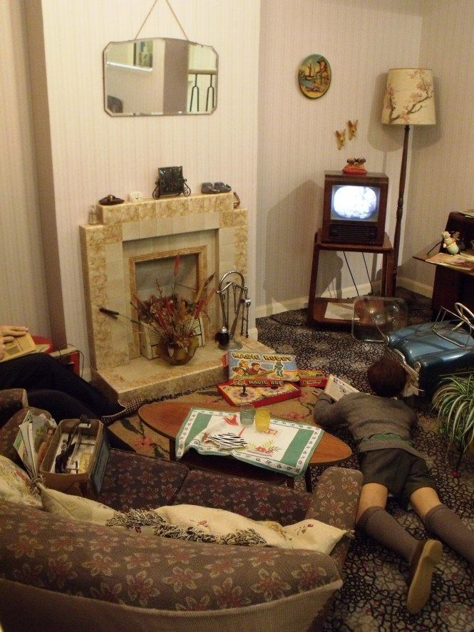 Traditional 1950s, British Living Room. Exhibit At Portsmouth City Museum.  Not Everyone In
