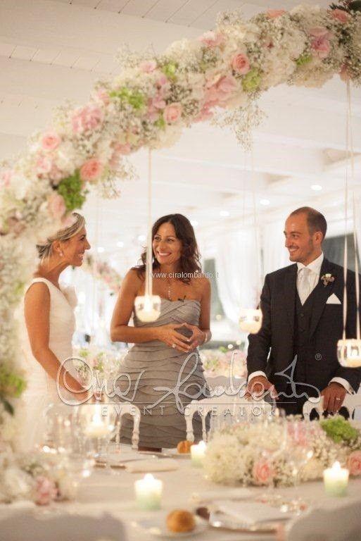 Matrimonio elegante tra camei, fiori delicati e leggende napoletane
