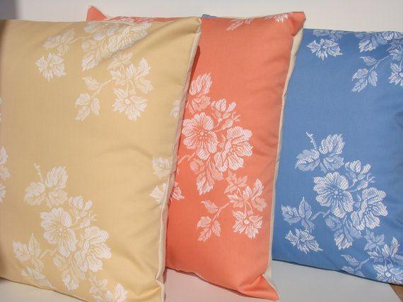 3 Fundas para Cojín Flores en colores Salmón Ocre y por WIKIPILLOW. https://www.etsy.com/es/listing/223866398/3-fundas-para-cojin-flores-en-colores?ref=shop_home_active_1