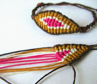 Ecocrafta: Devil 's eye macrame bracelet.  I could change the colours and make it Sauron's eye :)