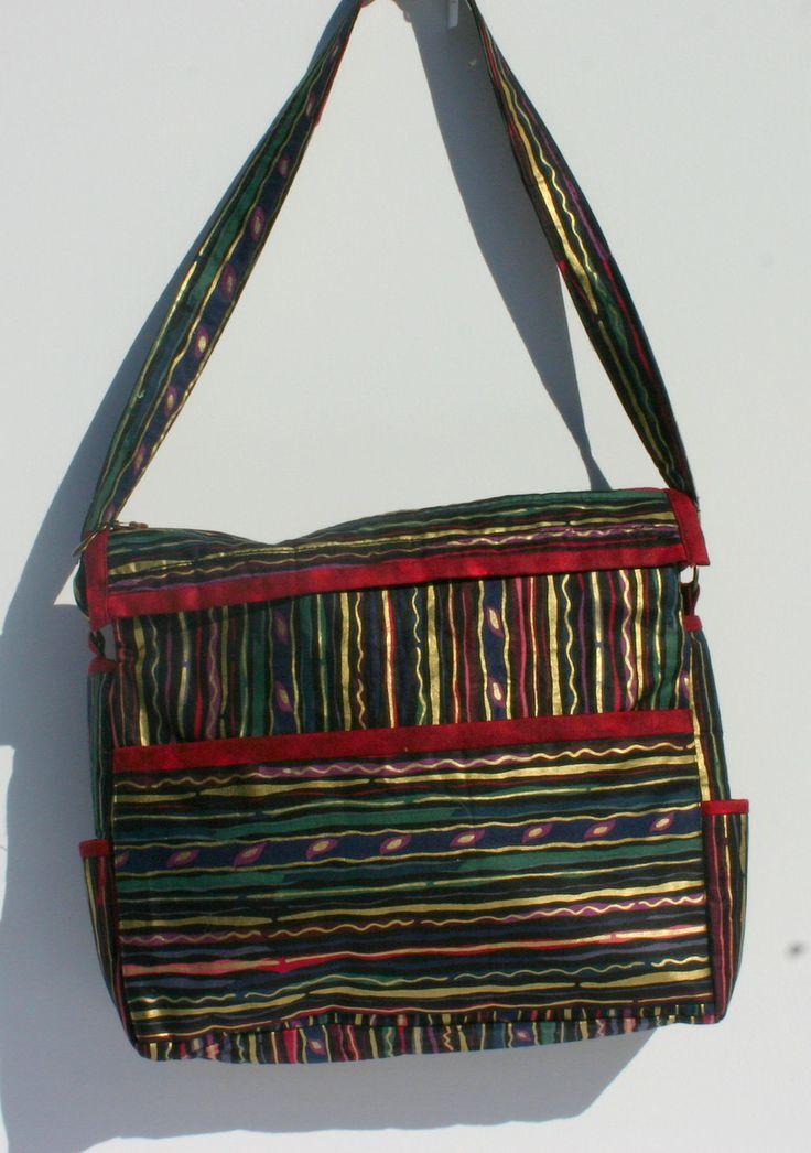 Black/gold zipper top bag. 31 x 26 x 8 cm  $40