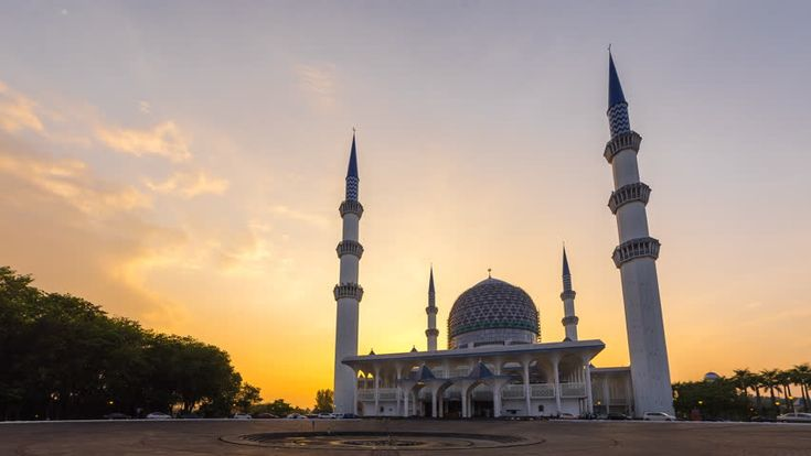Sunset Time Lapse at a Mosque. Sultan Sallehuddin Abdul Aziz Shah Mosque, Shah Alam, Malaysia