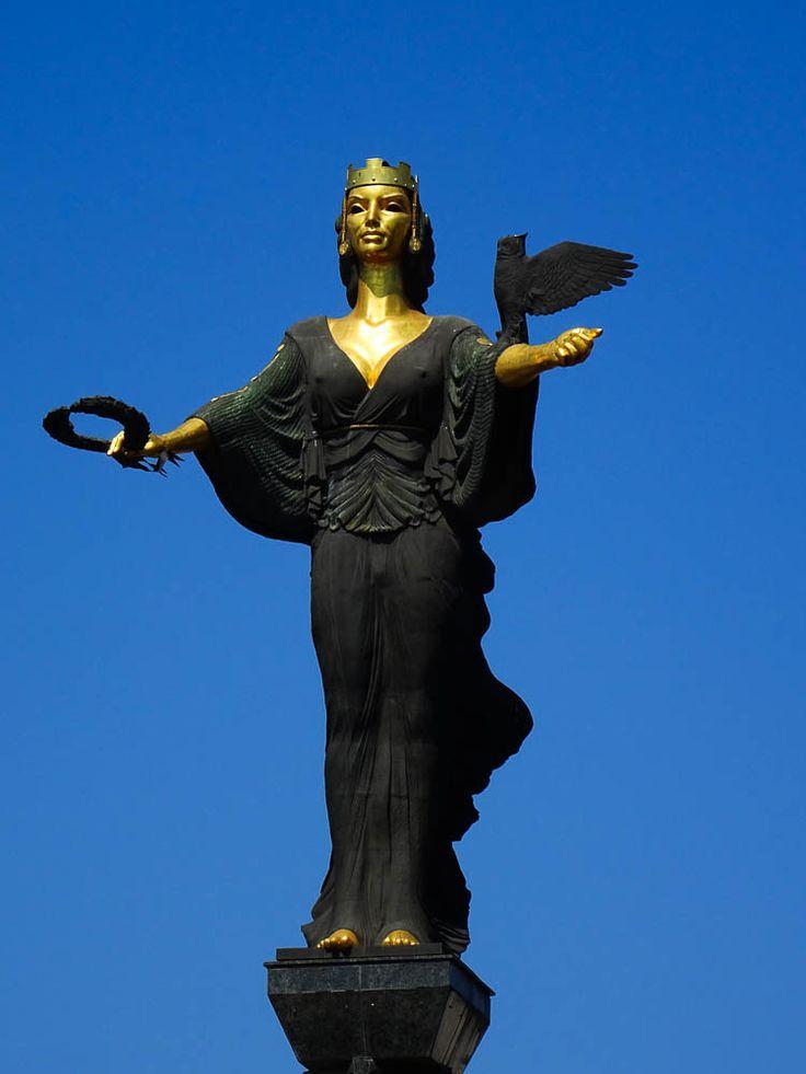 Quick-Travel-Guide-to-Visiting-Sofia---Saint-Sofia-Monument-1