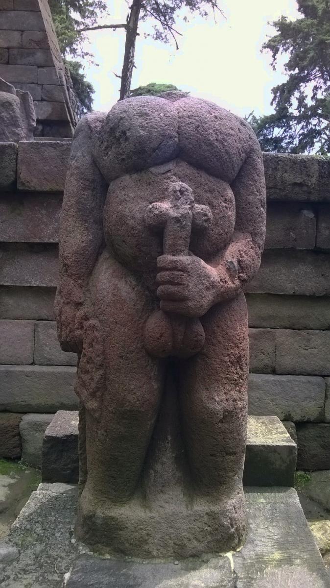 Salah satu arca di candi Sukuh, Karanganyar, Jawa Tengah