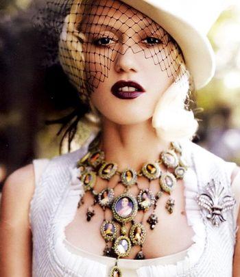 victiorian Gwen Stephani: Gwen Stefani, Retro Chic, 40S Style, Plum Lips, Style Icons, Cameo Necklaces, Dark Lips, Families Trees, Vintage Portrait