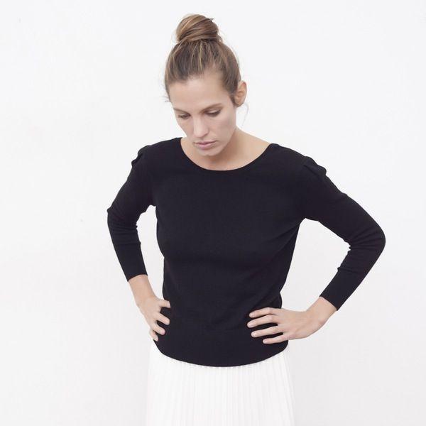 Pull femme cachemire Louise noir - MAISON BRUNET - http://maisonbrunet.com/product/pull-cachemire-louise-noir?ref=category-femme #cachemire #cashmere #knit #knitwear #details #femme #woman #madewithlove #conçuaparisavecamour