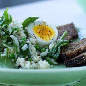 Ris og ærtesalat med æg opskrift