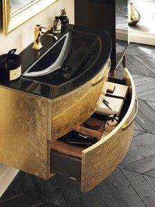 Espressione di un raffinato incontro tra gusto per la tradizione e fascino contemporaneo: è Magnifica, la nuova collezione per l'arredo bagno di Scavolini..