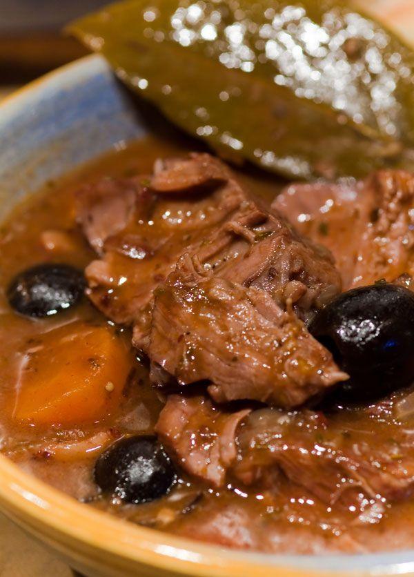 Das ideale Gericht den neuen Schmortopf einzuweihen! Seit Bestehen von paules ki(t)chen gibt es öfters Schmorgerichte. Als Kind gerne und oft gegessen, gerieten sie durch diverse Fleischskandale un...