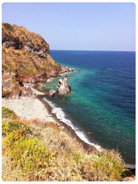 Un'estate a colori: argento roccia vulcanica, blu profondo marino, verde natura! http://ilmiolibro.kataweb.it/libro/narrativa/122729/lodore-dellaria-salmastra/ #ilmioesordio2015 @ilmiolibro