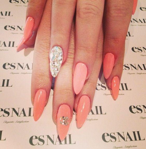 Elegant Stiletto Nail Art: Nice And Elegant Nail Color. Stiletto Nails Make Hands
