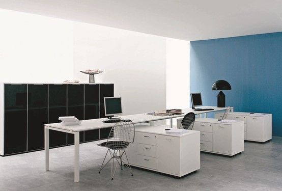 The configuration choices, the solutions for the different technological levels, the materials, the finishes and the colours are not only a simple management of the space, but are devised for a quality of life in the office.