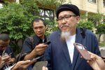 Hakim tolak kakak angkat terdakwa penoda agama menjadi saksi  JAKARTA (Arrahmah.com)  Majelis hakim persidangan kasus pidana penodaan agama dengan terdakwa Basuki Tjahaja Purnama alias Ahok menolak kakak angkat terdakwa Ahok Andi Analta Amir menjadi saksi pada persidangan ke 13 PN Jakarta Utara di Auditorium Kementrian Pertanian Selasa (7/3/2017). Analta ditolak karena pernah datang ke persidangan sebelumnya.  Setelah mendengar keberatan tim jaksa mengenai saksi yang diajukan tim penasihat…