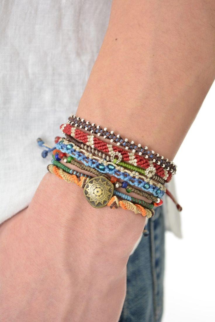 Wakami Earth Bracelet 7-pack matchande armband, tillverkade för hand i Guatemala. Finns hos masomenos.se
