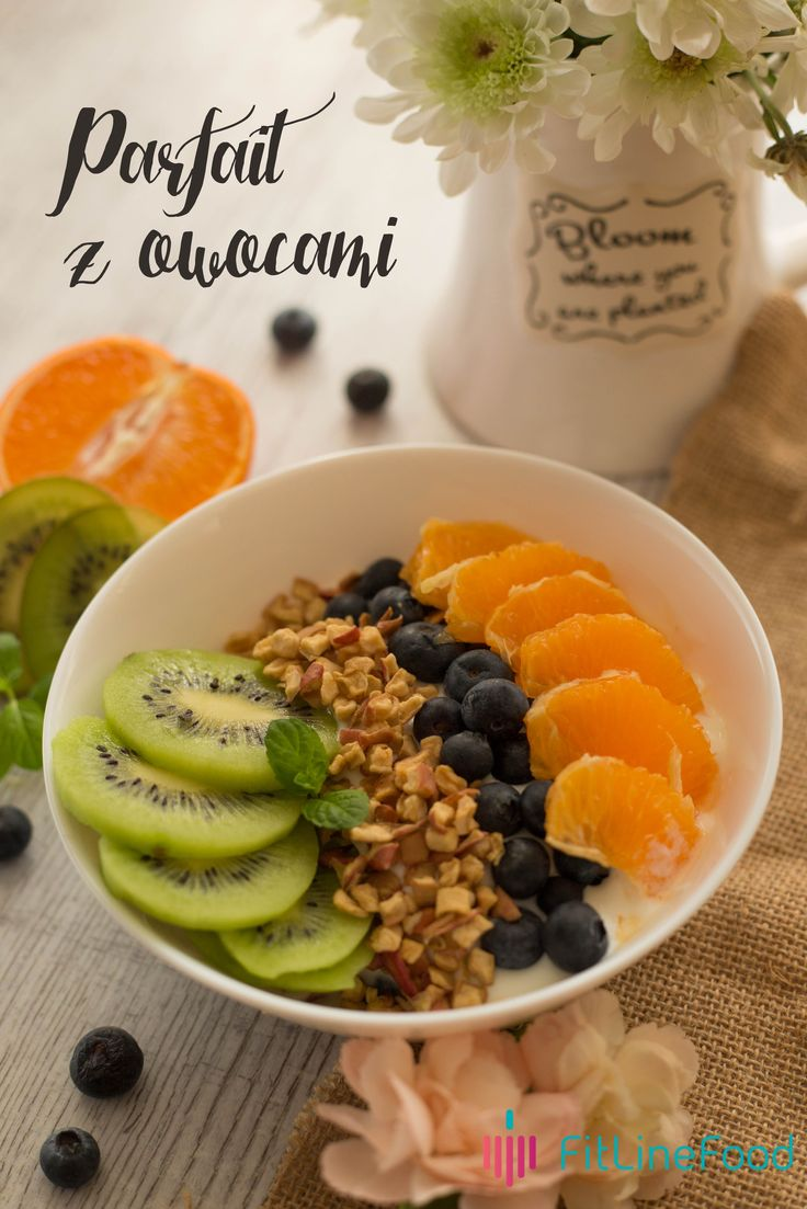 Pora na zdrowe drugie śniadanie- parfait z owocami. -------------------------------------Its time for a healthy lunch. Parfait with fruits. www.fitlinefood.com
