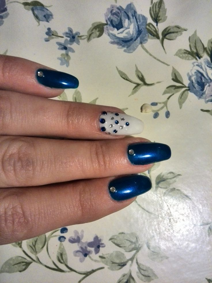 Blue and white nails #nails