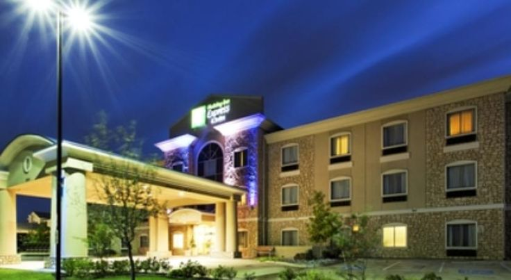 Holiday Inn Express Hotel & Suites Mansfield Mansfield Located within a 25 minute drive from Six Flags Over Texas, this Mansfield hotel features an indoor pool with fountain. A small gym and spacious rooms with flat-screen TVs are available.
