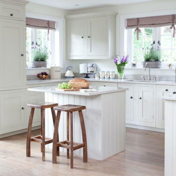 Weiße Kleine Küche Einrichten Hölzerne Barhocker