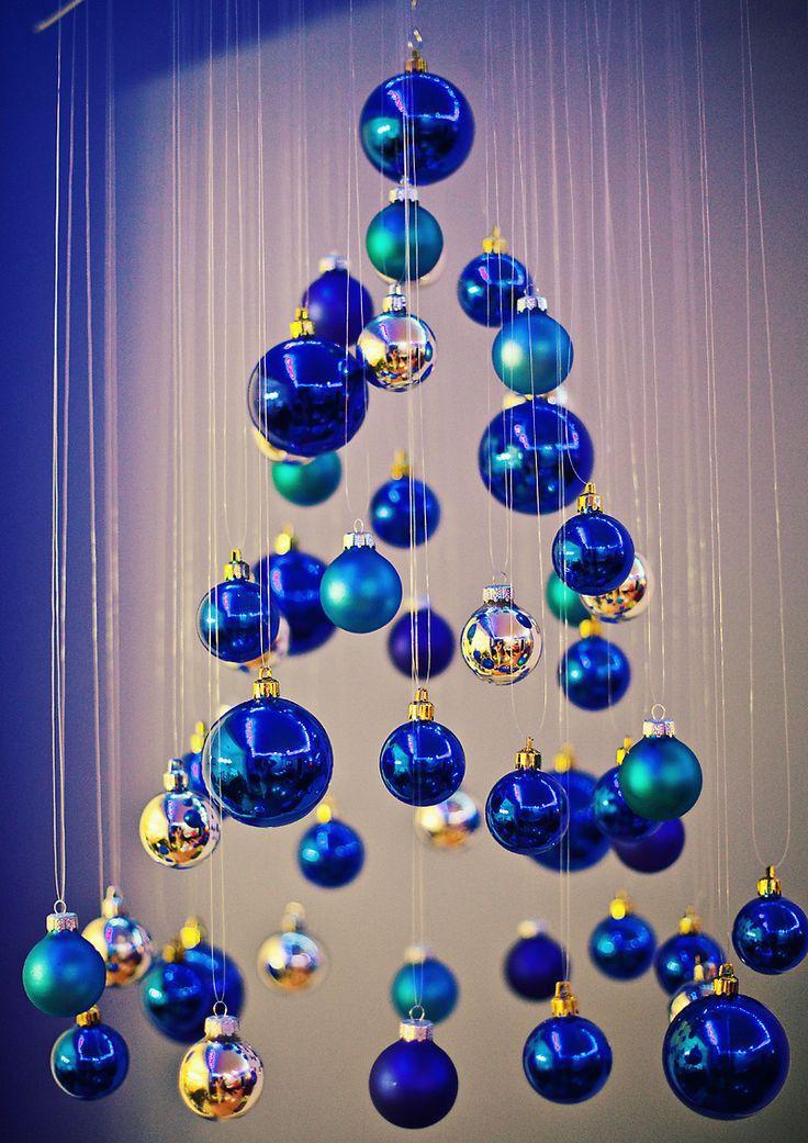 Фото елки с желто синими шарами