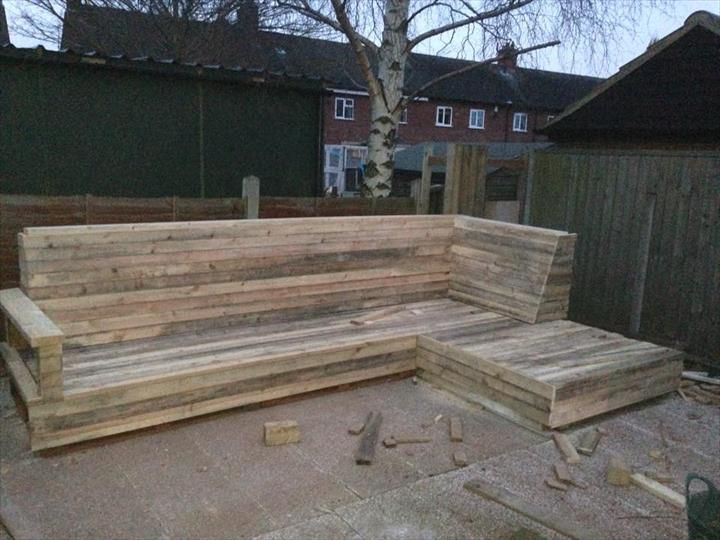 upcycled pallet grand L-sofa