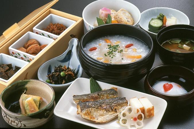 Google 画像検索結果: http://www.hotelokura.co.jp/tokyo/upfile/images/restaurant/yamazato/00003.jpg