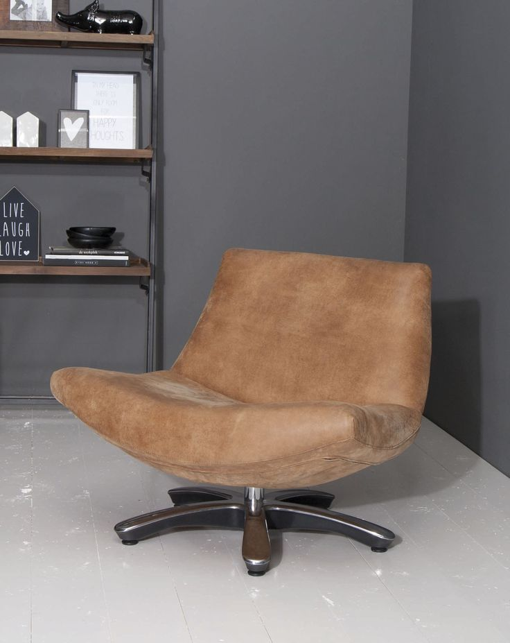 Leather chair. Leder fauteuil Coco op draaivoet.
