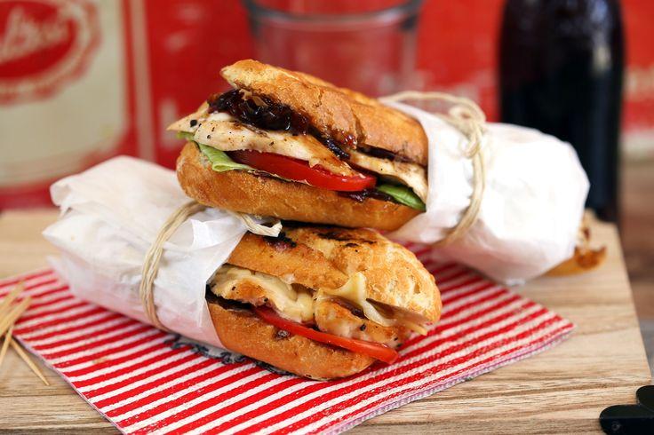 csirkes-sajtos-szendvics-lilahagyma-chutney-val