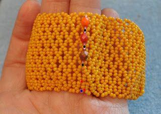 BRANSOLETA CAPRICE By wykonać bransoletę caprice potrzeba: ok. 20gram koralików 11/0 na wykonanie siatki ok. 400 kryształków Fire P...