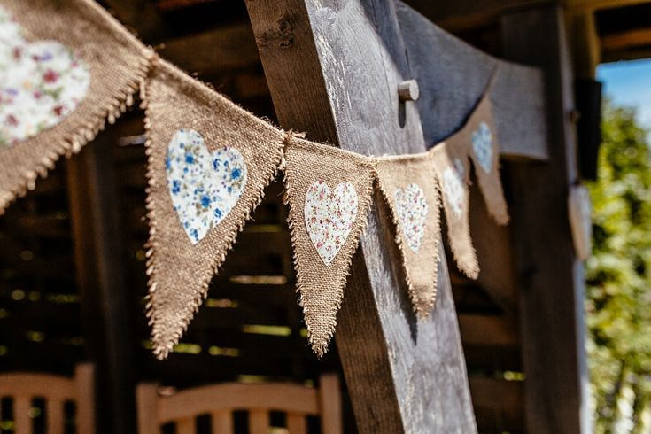 Floral heart and hessian bunting | Photography by http://www.cassandralane.co.uk/