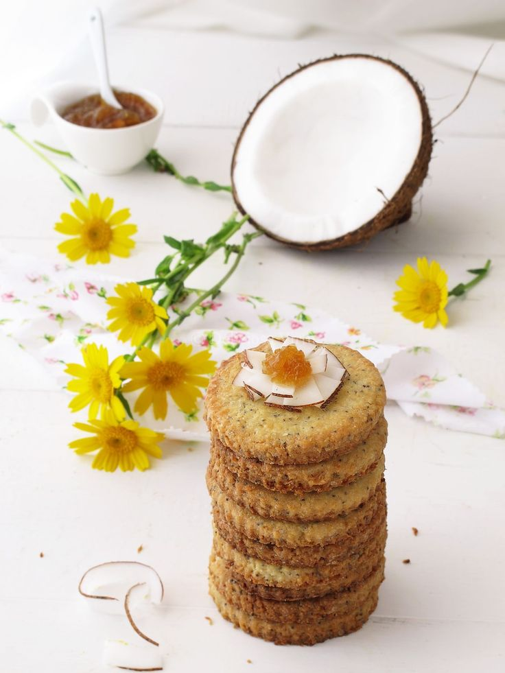 biscotti al cocco, limone e semi di papavero.