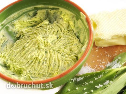 Chutné maslo s medvedím cesnakom -  Zmäknuté maslo, uvarený žĺtok, posekaný na drobno medvedí cesnak, soľ, korenie a citrónovú šťavu dobre...