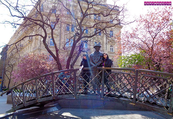 Ponte com escultura de Imer Nagy - Budapeste. Ficamos 2 dias em Budapeste, na Hungria, e montamos um roteiro com as atrações imperdíveis e preços!