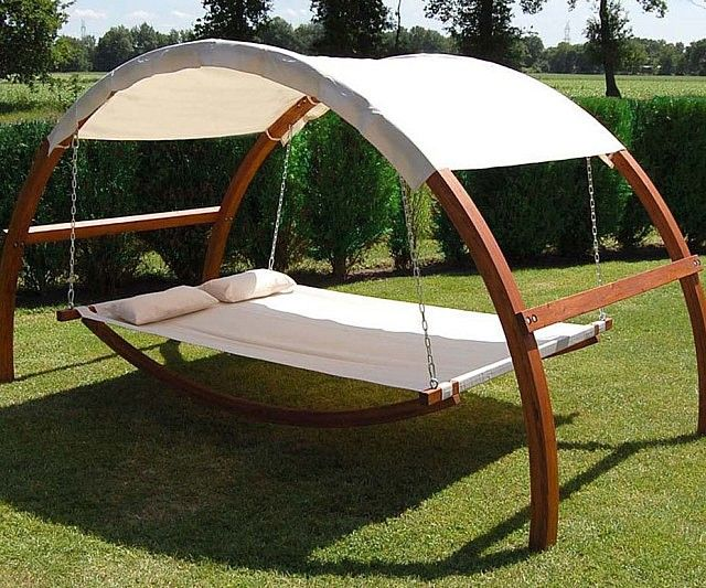 Enjoy a little fresh air without having to scorch your skin under the unrelenting sun by taking shelter under the canopy swing bed. Ideal for any backyard, it provides a comfortable resting spot outside where you can enjoy the warm weather while still remaining cool.