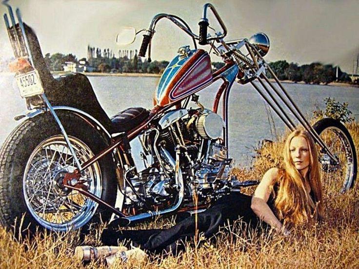Harley Davidson Vintage photo. Chopper. Bikerbabe. 1969