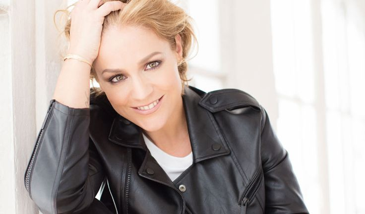 Michelle (Tanja Hewer) wears a black leather jacket at a photoshoot by Sandra Ludewig