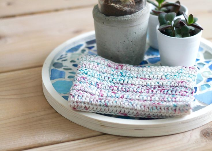 For a long time I have been in love with the beautiful Hedgehog yarn. Now you can easily make your own hedgehog inspired yarn with textile color.