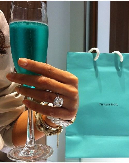The Tiffany Setting, the most famous ring in the world, and the ring that will always make me swoon. Boys, take note. #jewellery Tiffany #Tiffany