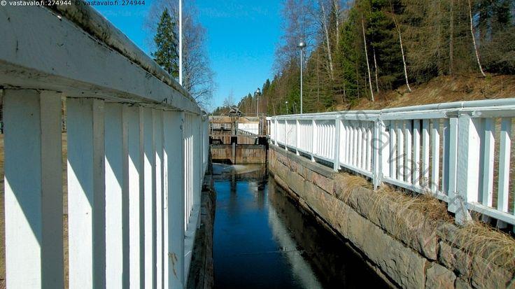 Kajaanin Tervakanava.  Tervakanavat rakennettiin Kajaanin kaupungin alueelle Kajaaninjokeen helpottamaan tervaveneiden kulkemista 1800-luvun alussa.