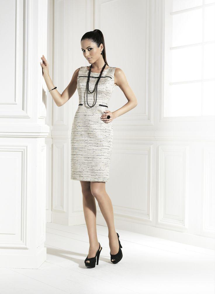 Vestido corto con chaqueta estilo Chanel. Perfecto para una boda, madrina de boda, y fiestas.