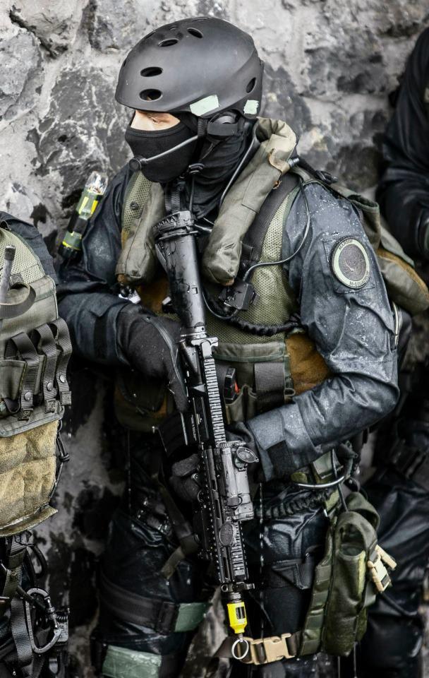 UIM Members of the Dutch Unit Interventie Mariniers ...