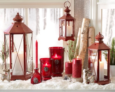 Love the lanterns! Christmas DecorLanterns Decor, Decor Devices, Christmas Lanterns, Holy Lights, Christmas Display Lov, Christmas Decor, Lanterns Display, Holiday Decor, Christmas Mantles